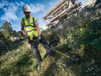 Bezuhlíková aku strunová sekačka na trávu DeWALT DCM571X1-QW - 1x aku 54V/9.0Ah Flexvolt, 38cm, 4.6kg